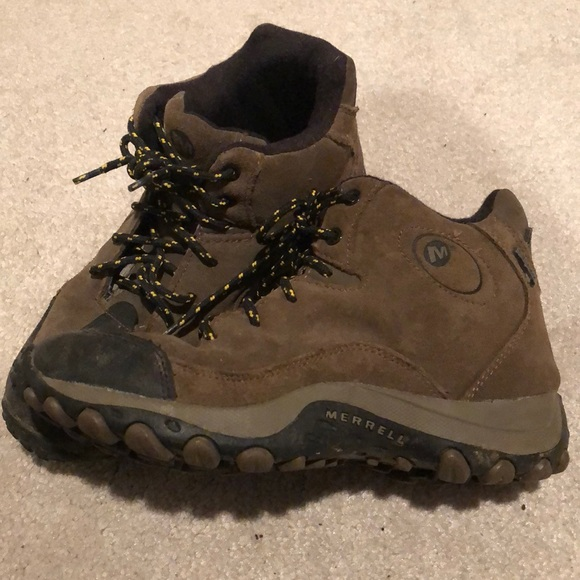 e7f8cb42aa6 Merrell boys hiking boots, size 4. M_5c354a609fe4860f7e50767f